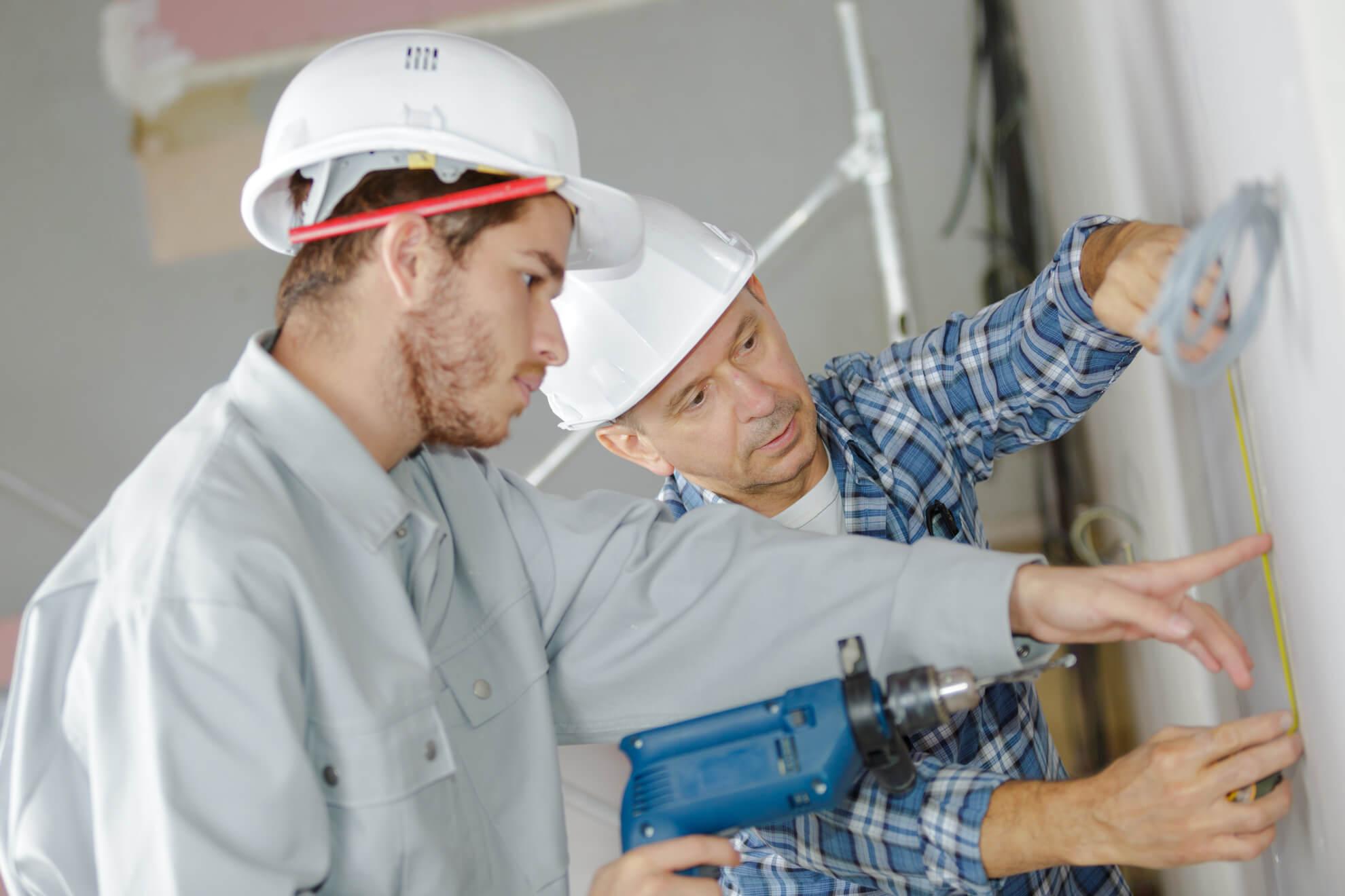 Apprenti dans la construction